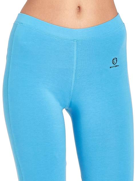 Niebieskie legginsy sportowe z drapowaniem                                  zdj.                                  4