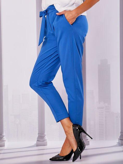 Niebieskie materiałowe spodnie z wiązaniem                                  zdj.                                  3