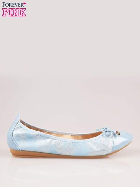 Niebieskie pikowane baleriny na gumkę z lakierowanym noskiem                                  zdj.                                  1