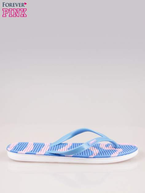 Niebieskie plażowe japonki z wzorzystą podeszwą