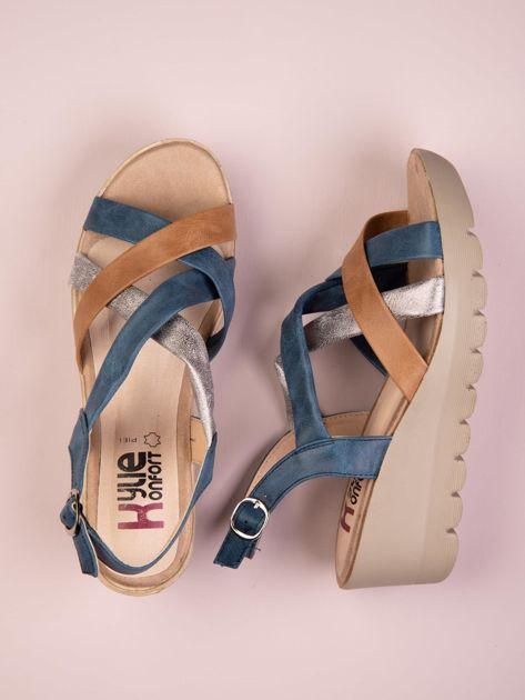 Niebieskie sandały Kylie na koturnach ze srebrnym paskiem