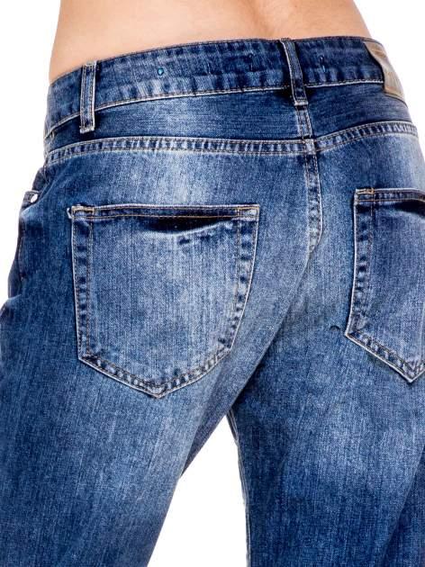 Niebieskie spodnie boyfriend jeans z rozdarciami                                  zdj.                                  7
