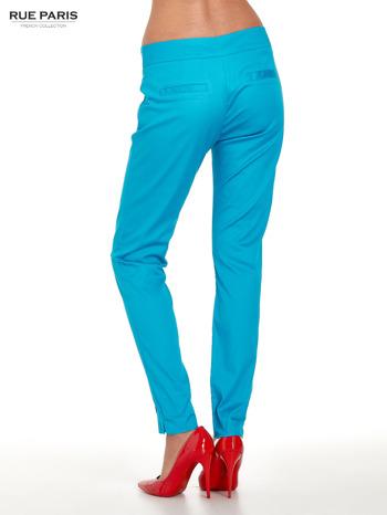 Niebieskie spodnie cygaretki w kant                                  zdj.                                  2