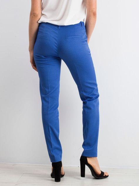 Niebieskie spodnie damskie o prostym kroju                              zdj.                              2