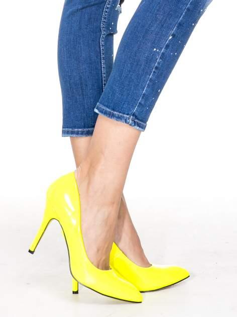 Niebieskie spodnie jeansowe długości 7/8 z łatami i przetarciami                                  zdj.                                  8