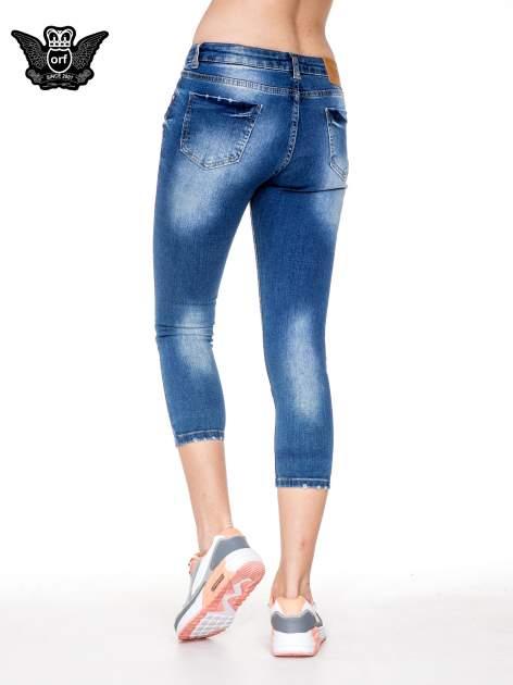 Niebieskie spodnie jeansowe do połowy łydki z przetarciami                                   zdj.                                  2