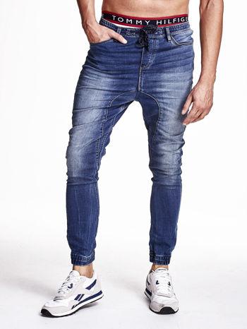 Niebieskie spodnie jeansowe męskie z troczkami                                  zdj.                                  1