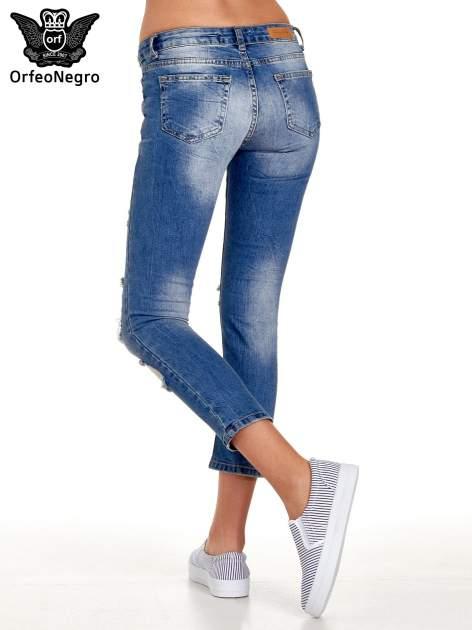 Niebieskie spodnie jeansowe skinny 7/8 z dziuarmi na kolanach                                  zdj.                                  4