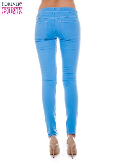Niebieskie spodnie jeansowe typu rurki                                  zdj.                                  3