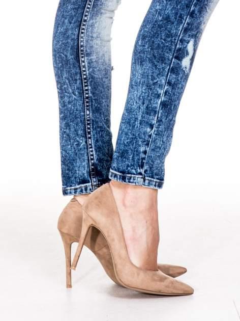 Niebieskie spodnie skinny jeans z rozdarciami i modelującym rozjaśnieniem                                  zdj.                                  8