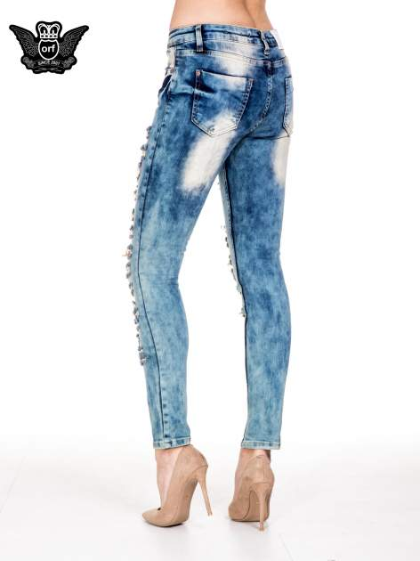 Niebieskie spodnie skinny jeansy z rozdarciami typu cut out