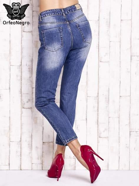 Niebieskie spodnie z przetarciami boyfriend jeans                                  zdj.                                  3