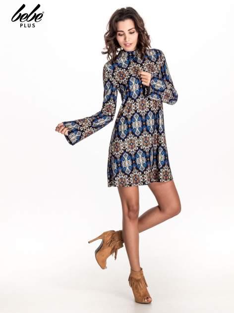 Niebieskie sukienka etno z rozszerzanymi rękawami                                  zdj.                                  2