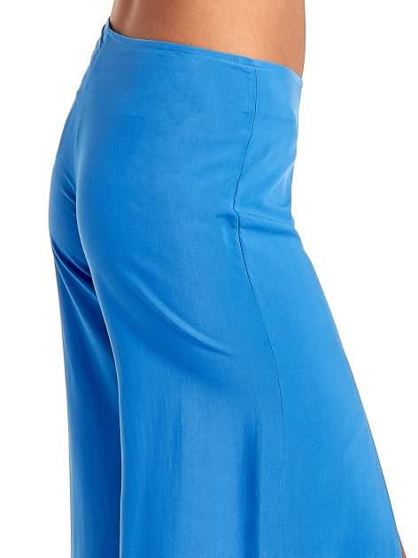 Niebieskie szerokie dzwony culottes z rozcięciami                                  zdj.                                  6
