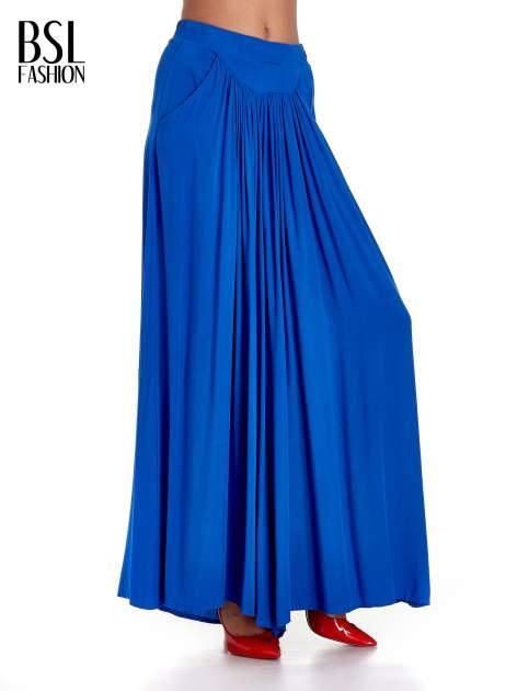 Niebieskie zwiewne spodnie typu culottes                                  zdj.                                  1