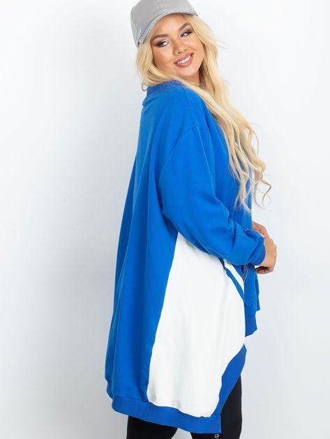 Niebiesko-biała bluza plus size Relief                              zdj.                              3