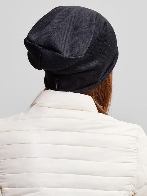 Ocieplana bawełniana czapka beanie z naszywką czarna                              zdj.                              4