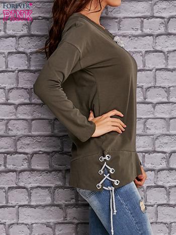 Oliwkowa bluza z wiązaniami                                   zdj.                                  3