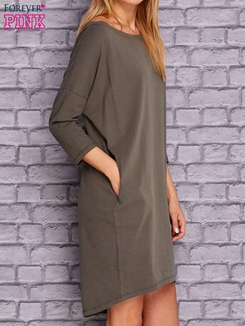 Oliwkowa gładka sukienka oversize                                  zdj.                                  3