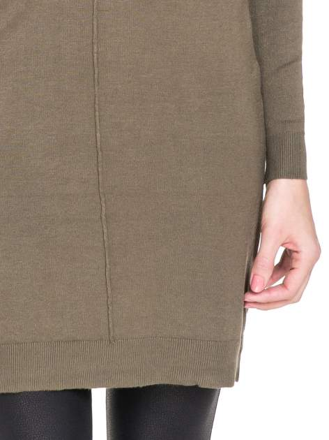 Oliwkowa swetrowa sukienka z golfem                                  zdj.                                  6