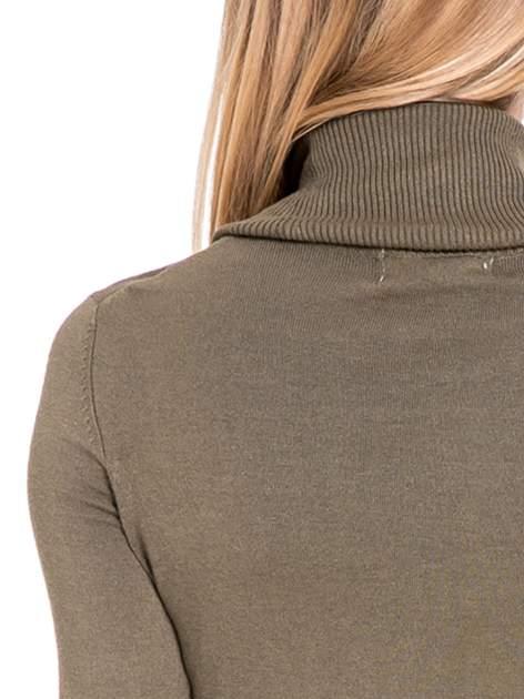 Oliwkowa swetrowa sukienka z golfem                                  zdj.                                  7