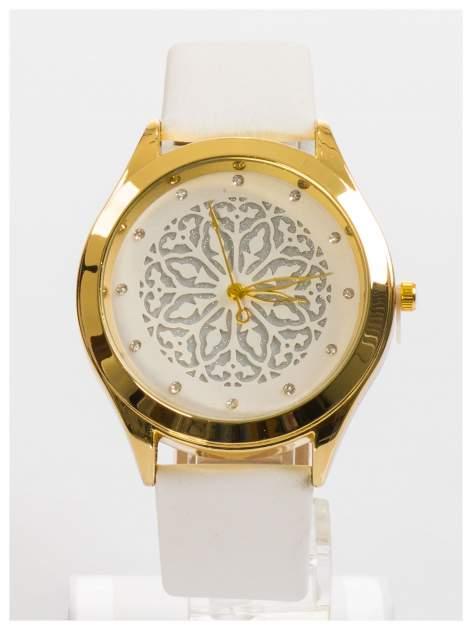 Ozdobny damski zegarek. Tarcza ozdobiona ładnym delikatnym motywem.