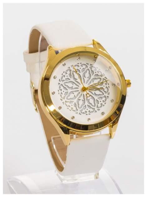 Ozdobny damski zegarek. Tarcza ozdobiona ładnym delikatnym motywem.                                  zdj.                                  3