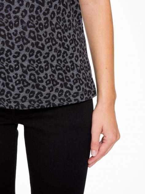 Panterkowy t-shirt z koronkowymi wstawkami przy dekolcie                                  zdj.                                  7