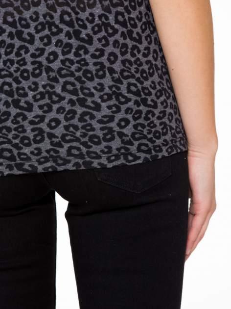 Panterkowy t-shirt z koronkowymi wstawkami przy dekolcie                                  zdj.                                  9
