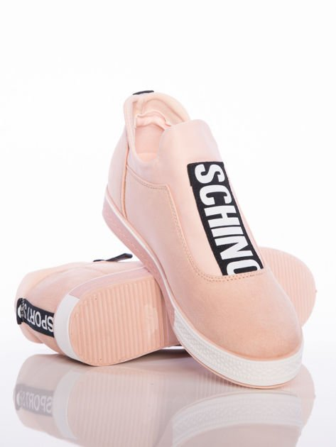 Pasteloworóżowe buty sportowe Rue Paris na podwyższonej podeszwie z elastyczną cholewką i napisami                                  zdj.                                  4