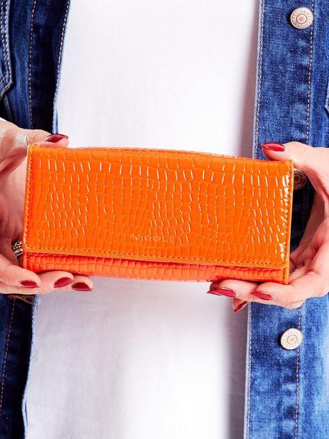 Podłużny portfel damski z tłoczonym wzorem pomarańczowy