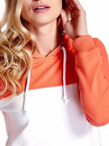 Pomarańczowa bluza z kapturem z białym i szarym wykończeniem                                  zdj.                                  6