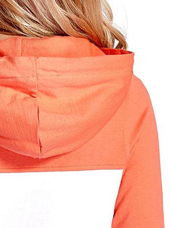 Pomarańczowa bluza z kapturem z białym i szarym wykończeniem                                  zdj.                                  8