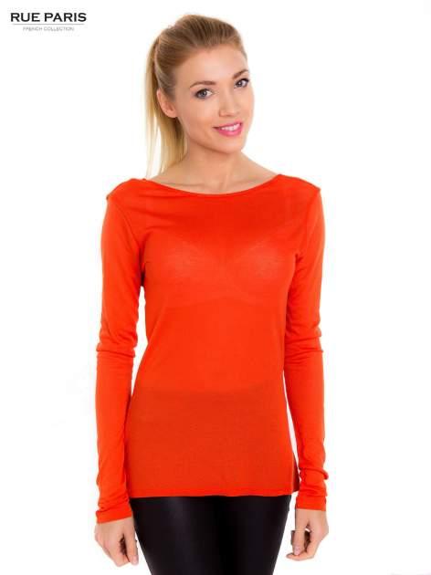 Pomarańczowa bluzka z dekoltem na plecach