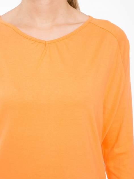 Pomarańczowa bluzka z marszczonym dekoltem i rękawkami 3/4                                  zdj.                                  5