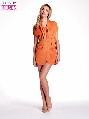Pomarańczowa drapowana sukienka z kieszeniami                                  zdj.                                  4