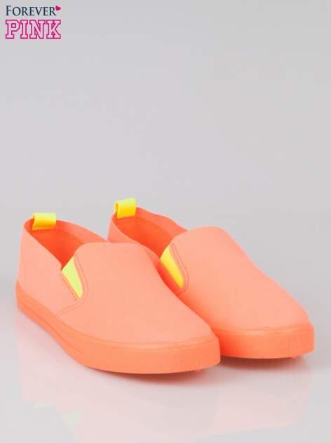Pomarańczowe buty slip on                                  zdj.                                  2