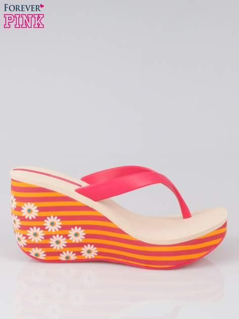 Pomarańczowe japonki na koturnie w kwiaty                                  zdj.                                  1