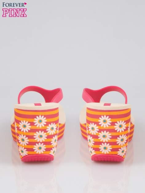 Pomarańczowe japonki na koturnie w kwiaty                                  zdj.                                  3