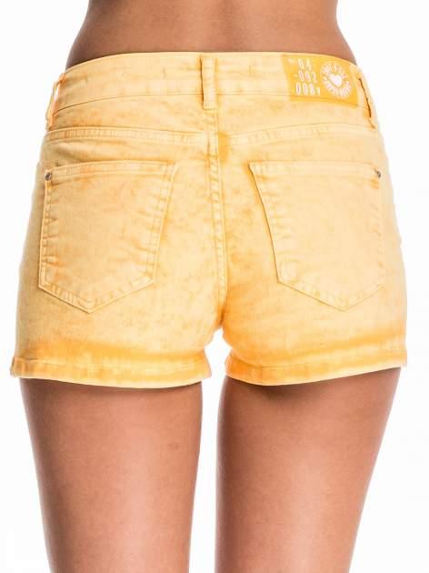 Pomarańczowe jeansowe szorty                                  zdj.                                  2