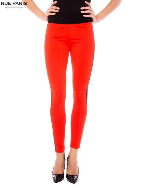 Pomarańczowe legginsy ze skórzanymi lampasami po bokach                                  zdj.                                  1