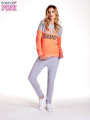 Pomarańczowo-szara bluza z napisem I'M SO ADVERSE                                  zdj.                                  2