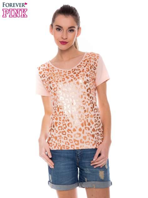 Pomarańczowokoralowy t-shirt z metalicznym nadrukiem w cętki pantery