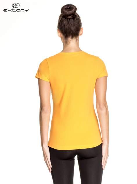 Pomarańczowy damski t-shirt sportowy z dekoltem V PLUS SIZE                                  zdj.                                  4