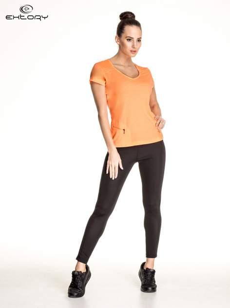 Pomarańczowy damski t-shirt sportowy z kieszonką                                  zdj.                                  2