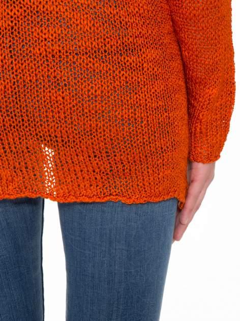 Pomarańczowy sweter z oczkami przy ramionach                                  zdj.                                  10