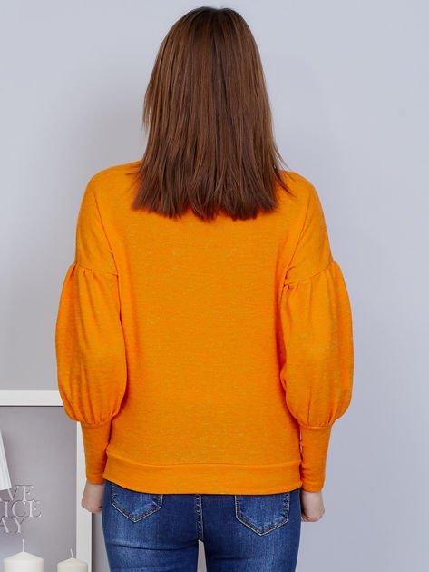 Pomarańczowy sweter z szerokimi rękawami                              zdj.                              2