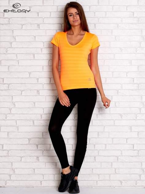 Pomarańczowy t-shirt sportowy w paseczki                                  zdj.                                  4