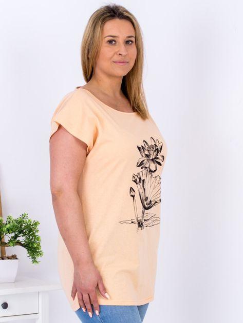 Pomarańczowy t-shirt z motywem roślinnym PLUS SIZE                                  zdj.                                  3