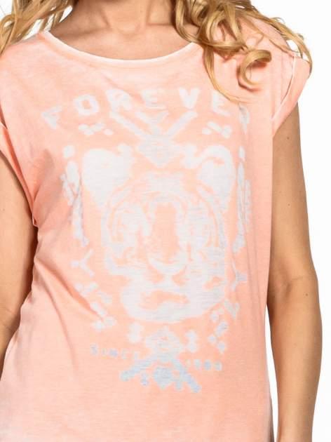 Pomarańczowy t-shirt z napisem FOREVER i nadrukiem tygrysa                                  zdj.                                  5